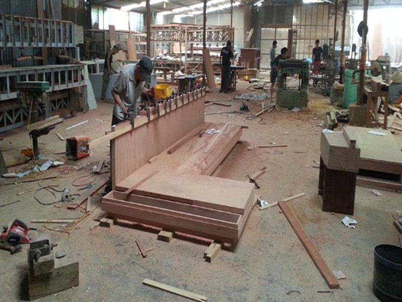 Đội ngũ thi công cúa công ty tại xưởng sản xuất