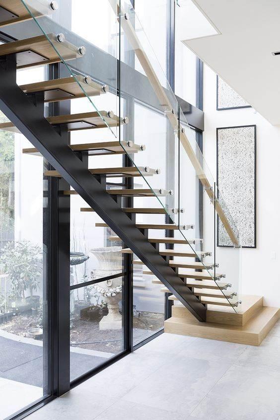 cầu thang thép bậc gỗ