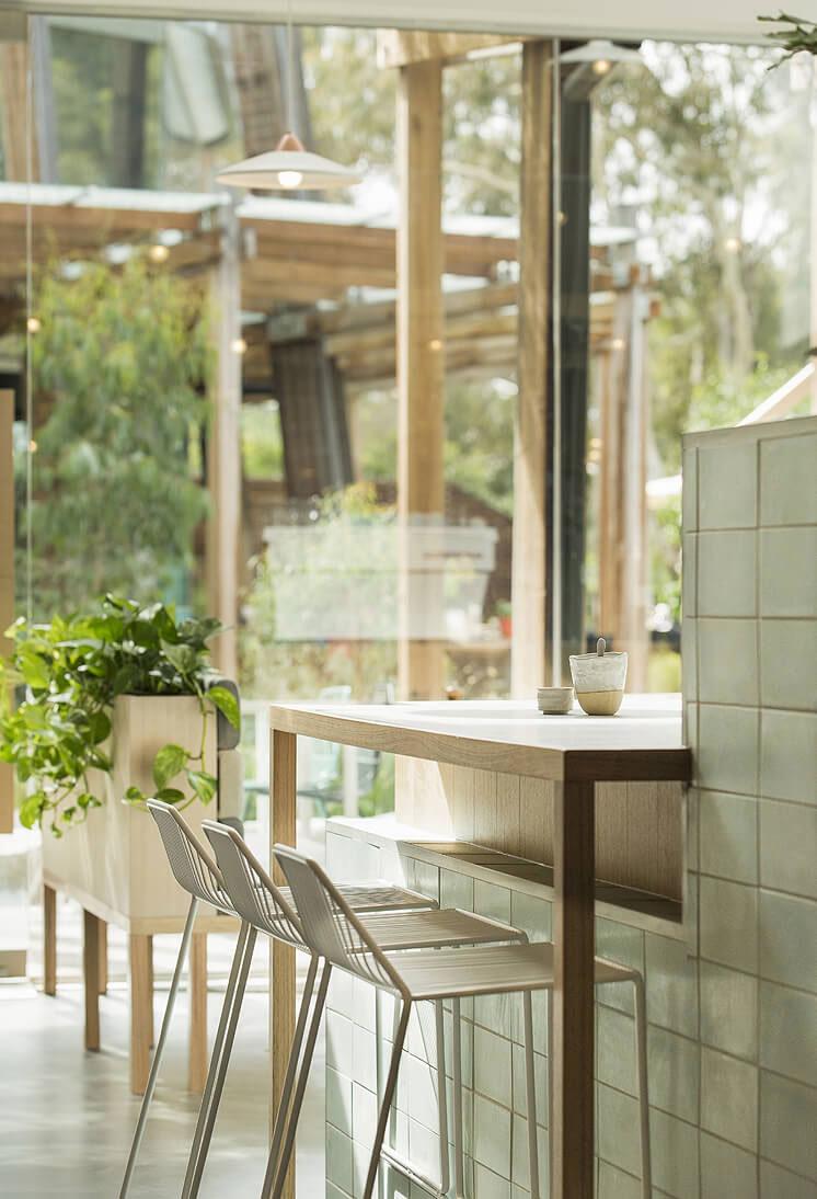 thiết kế quán trà sữa nhỏ đẹp lung linh ảnh 20