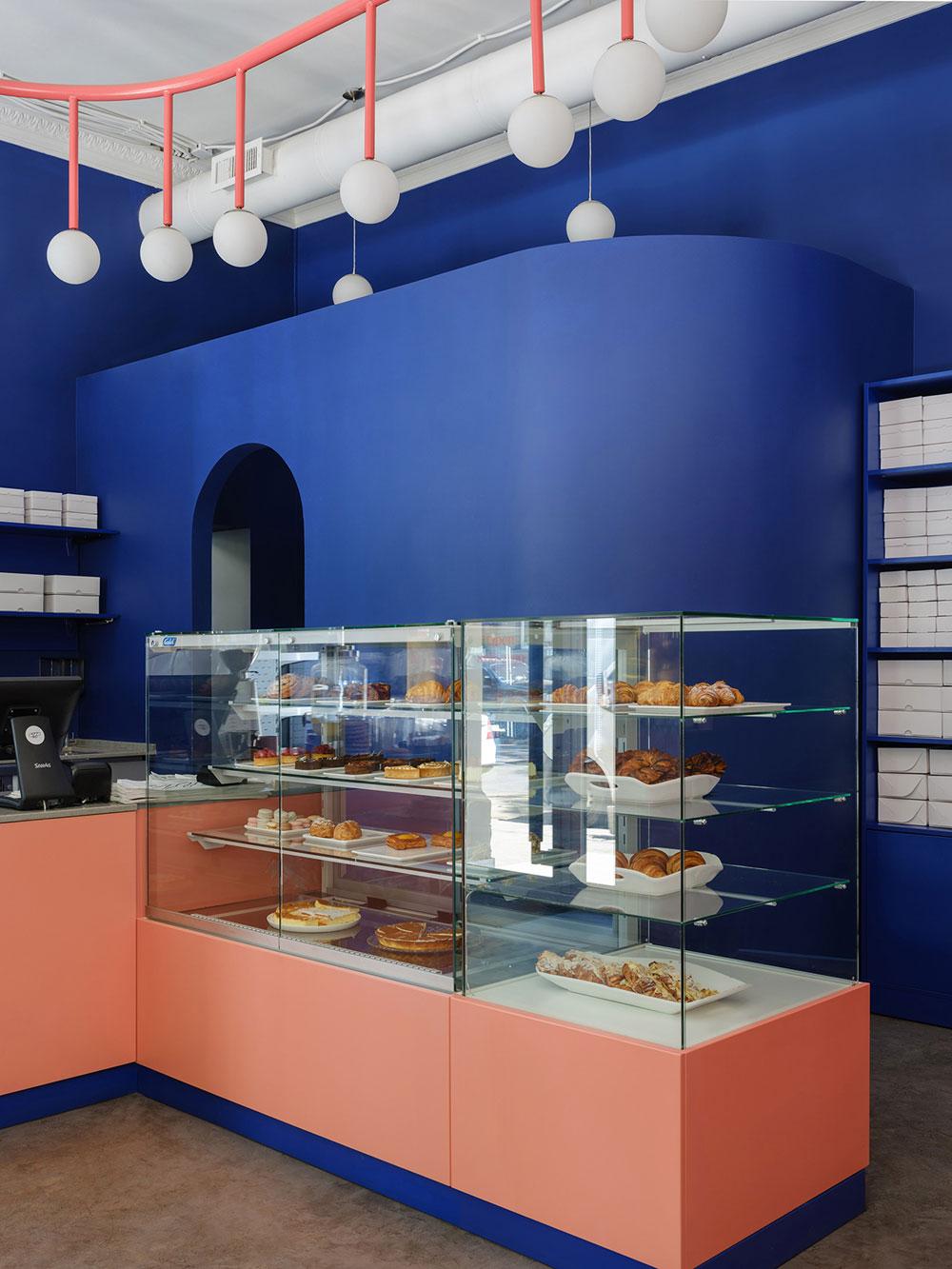thiết kế quán cafe bánh ngọt lung linh 10