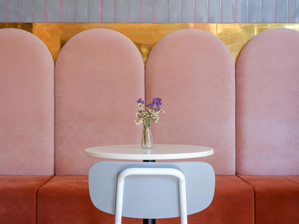 thiết kế quán cafe bánh ngọt lung linh 4
