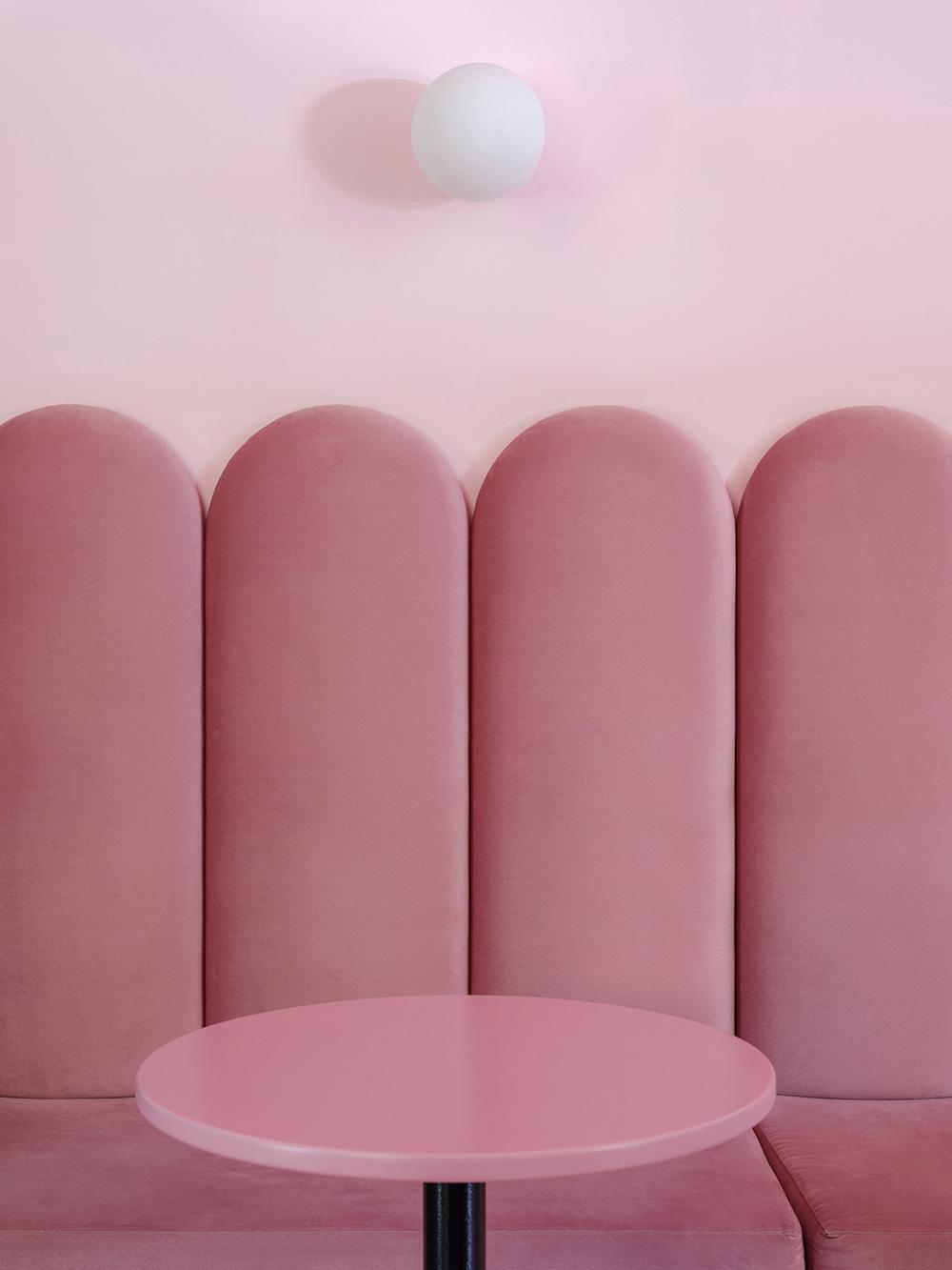 thiết kế quán cafe bánh ngọt lung linh 8