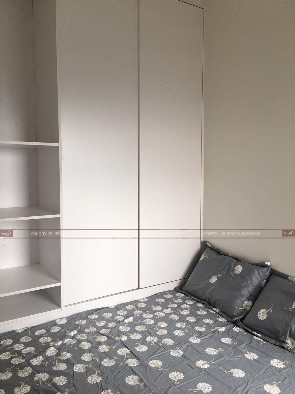 Phòng ngủ phụ diện tích khá khiêm tốn nhưng đầy đủ tiện nghi với giường ngủ và kệ tủ quần áo